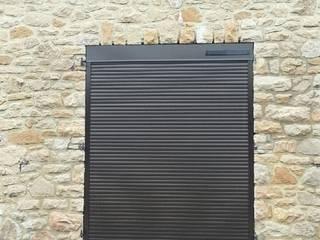 Menuiseries extérieures Fenêtres & Portes modernes par Améko Moderne