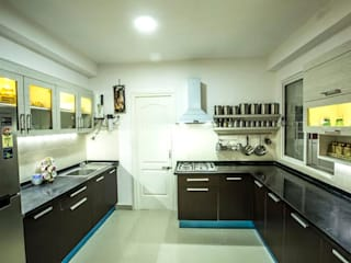 Ezhilagam:  Kitchen by Spacestudiochennai