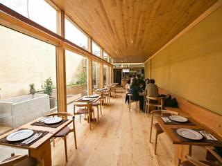 Pé d'Arroz - Vegetarian restaurant in Matosinhos, Portugal: Salas de jantar  por Arquitectura Sensivel,Minimalista