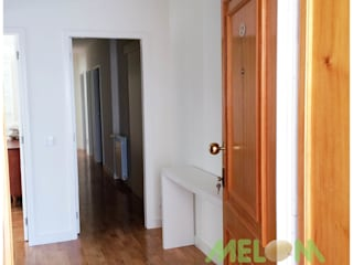 Remodelação de Apartamento: Corredores e halls de entrada  por MELOM Momentos,Clássico
