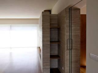 House reconstruction in Oporto: Salas de estar  por Arquitectura Sensivel,Minimalista
