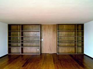 House reconstruction in Oporto Salas de estar minimalistas por Arquitectura Sensivel Minimalista