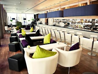 Rockwell bar - Trafalgar Hotel by Hilton, UK od Rethink Interiors Ltd Nowoczesny