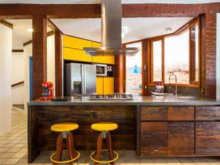 Casa Caiçara: Cozinhas  por RAC ARQUITETURA,
