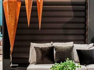 Mostra Black Home - Curitiba Corredores, halls e escadas modernos por Camila Bruzamolin - arquitetura Moderno