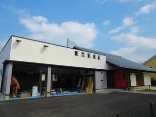 草深(そうふけ)の大屋根: 青戸信雄建築研究所が手掛けたです。,