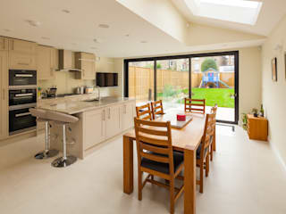 Heslop Road Modern windows & doors by IQ Glass UK Modern
