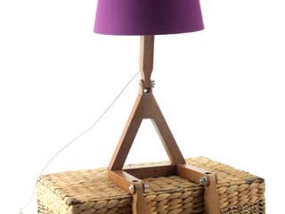 Abajur Articulado Woody por Cromalux Sistemas de Iluminação Ltda Moderno