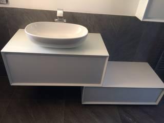 Arredo bagno vista 2: Bagno in stile in stile Moderno di ARREDACASAOnLine