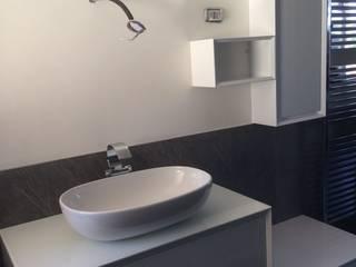 Arredo bagno vista 3: Bagno in stile in stile Moderno di ARREDACASAOnLine
