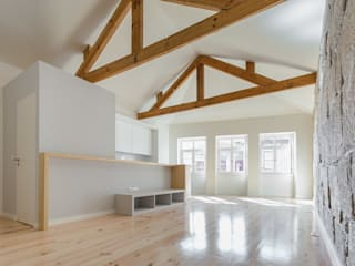 Modern living room by XYZ Arquitectos Associados Modern