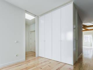 XYZ Arquitectos Associados Modern style bedroom