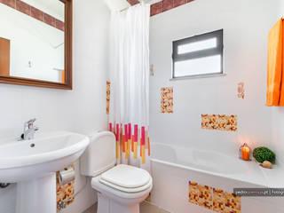 Casas de banho  por homify, Clássico