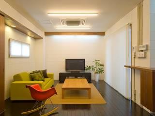 Living room by 仁設計