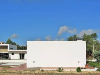 Casa L:   por Andre Espinho Arquitectura,Minimalista