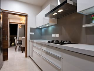 Residence Interiors at Mukundnagar, Pune Modern kitchen by Urban Tree Modern