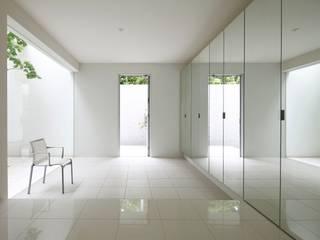 布石の家: SQOOL一級建築士事務所が手掛けた廊下 & 玄関です。