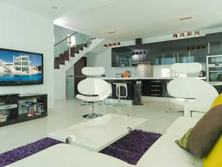 Casa Vary Minimalist living room by Househam Henderson Minimalist