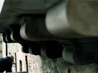 Mensole Modinate con struttura in Pietra:  in stile  di EDIL INNOVA LAB