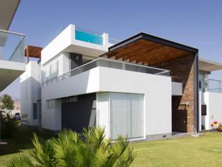 Minimalist houses by ARKILINEA Minimalist