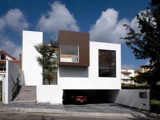 CaSA PEREZ: Casas de estilo  por CoRREA Arquitectos