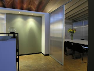 Modern offices & stores by CoRREA Arquitectos Modern