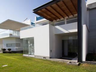 Minimalist house by ARKILINEA Minimalist