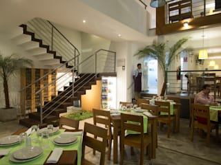 RESTAURANTE CHIWAKE Comedores de estilo moderno de ARKILINEA Moderno