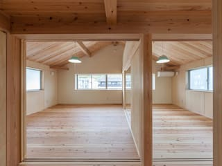 土佐木材、土佐漆喰で建てた気持ち良い家: エニシ建築設計事務所が手掛けた子供部屋です。
