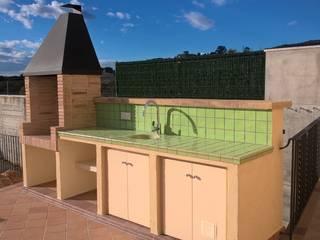 Classic style garden by Construccions Cristinenques, S.L. Classic