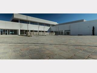 CENTRO DE FORMACIÓN STIHL Jardines de estilo moderno de Quadro Moderno
