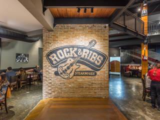 Rock & Ribs - Londrina : Bares e clubes  por GRUPO AE - ARQUITETURA+ENGENHARIA