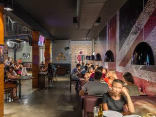 Bares y clubs de estilo industrial de GRUPO AE - ARQUITETURA+ENGENHARIA Industrial