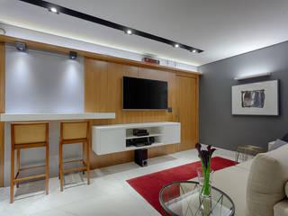 Emmanuelle Eduardo Arquitetura e Interiores 现代客厅設計點子、靈感 & 圖片