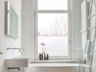 Modern bathroom by choc studio interieur Modern