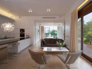 Salon: styl , w kategorii  zaprojektowany przez Pracownia Stolarska Top Design