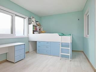 Habitaciones para niños de estilo clásico de 윤성하우징 Clásico
