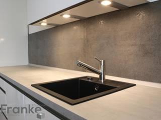 Cozinhas modernas por Elmar Franke Fliesenlegermeisterbetrieb e.K. Moderno