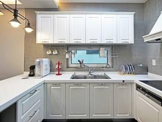 이웃과 함께하는 전원생활 (용인 고기동 주택): 윤성하우징의  주방