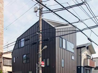 十字路に建つスキップハウス: 設計事務所アーキプレイスが手掛けた家です。