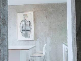Minimalist corridor, hallway & stairs by Alexander John Huston Minimalist