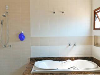 Baños de estilo moderno de Nailê Rabelo - arquitetura e design Moderno