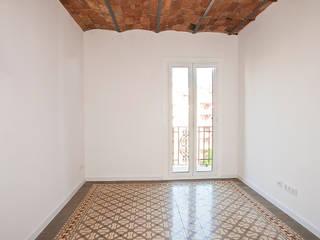 Grupo Inventia Salas de estilo clásico Concreto Blanco