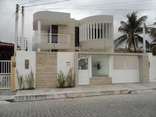 Reforma Fachada - Residência: Casas  por Layla Araújo Arquitetura,