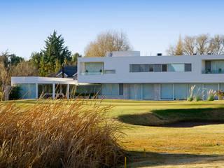 CASA ZR Casas modernas: Ideas, imágenes y decoración de Poggi Schmit Arquitectura Moderno