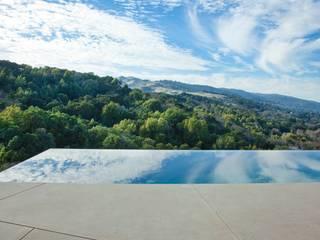 Aussenanlage mit der Natur verbunden. Moderne Pools von Ecologic City Garden - Paul Marie Creation Modern
