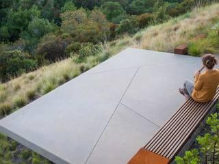 Aussenanlage mit der Natur verbunden. Moderner Balkon, Veranda & Terrasse von Ecologic City Garden - Paul Marie Creation Modern