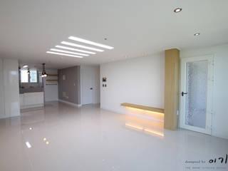 관평동 테크노밸리 10단지 꿈에그린아파트 34평형: 더홈인테리어의  거실