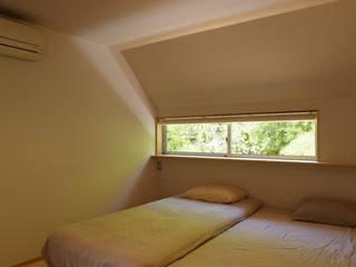 toki Architect design office Modern style bedroom Wood White