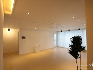 둔산동 한마루아파트 37평형: 더홈인테리어의  거실